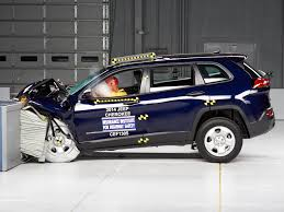 small jeep cherokee 2014 jeep cherokee moderate overlap iihs crash test youtube