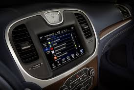 fiat chrysler offers apple siri hands free through uconnect