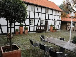 Haus Mit Wohnungen Kaufen Schönes Geräumiges Haus Mit Drei Zimmern In Bonn Holzlar