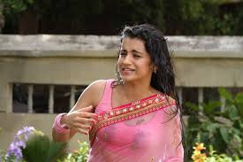 Trisha Bedroom Trisha Stills In Wet Saree From Kalavathi Aranmanai 2 Movie