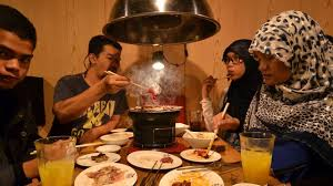 restaurant japonais cuisine devant vous salles de prières cuisine halal le japon se met au muslim