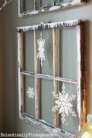 Christmas Decorations On Window by 20 Awesome Rustic Christmas Decorations