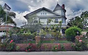 Queen Anne Style Home Tour A Queen Anne Style House In Costa Mesa That Just Sold For