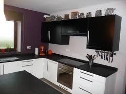 cuisine sur 2 cuisine après photo 2 4 les murs sont peints en mauve très foncé