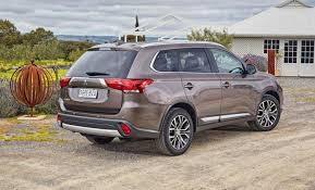 2017 white mitsubishi outlander 2017 mitsubishi outlander pricing and specs new infotainment and