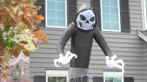 how to decorate your yard for halloween halloween decorating ideas how to haunt your yard youtube