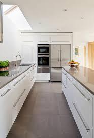 weisse küche die besten 25 moderne weiße küchen ideen auf weiße