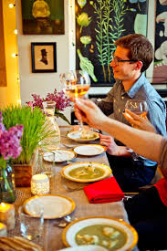 Hosting A Cocktail Party - 5 tips for throwing a dinner party in a small apartment