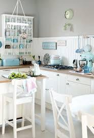 40 best kuche einrichten organisieren kitchen ideas images on eine kuche in wei mit pastell farben geschirr und kitchenaid pastel details