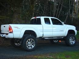 lifted nissan frontier white body lift vs suspension lift page 2 pirate4x4 com 4x4 and