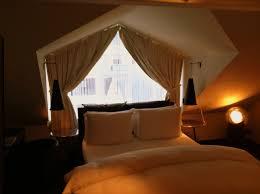 romantic wedding bedroom decoration ideas with white bedding of