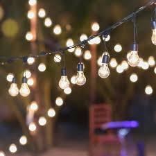 15 ideas for outdoor string lights that will make you want to live