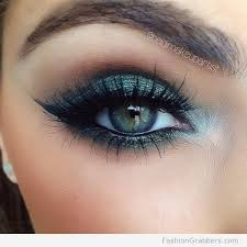 eye makeup with emerald green shadow to make your eyes pop