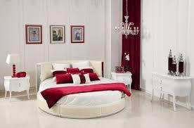 chambre a coucher amoureux lit rond au cœur d une chambre au design original lit rond lits