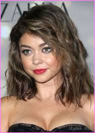 shoulder length hair for fat face medium to long haircuts for round faces stylesstar com