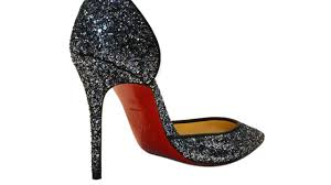 no more sole use of red for louboutin