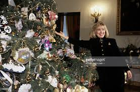 hillary clinton presents the christmas decoration of the white