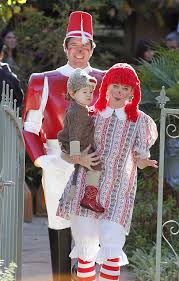celebrity family halloween costumes showbiz best celebrity halloween costumes 2012 in pictures
