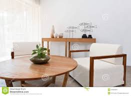 wohnzimmer weiãÿe mã bel weiße möbel browns in einem wohnzimmer stockfotos bild 29633823