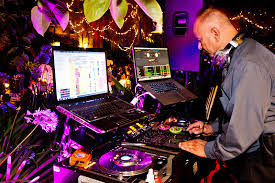 wedding dj 9 reasons you should go for professional wedding djs proyek to web