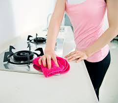 come pulire il piano cottura come pulire i fornelli 5 consigli per un risultato senza aloni