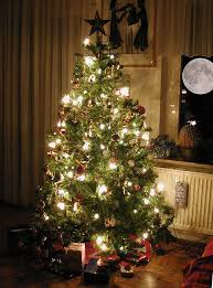 fake christmas trees are toxic alternatives