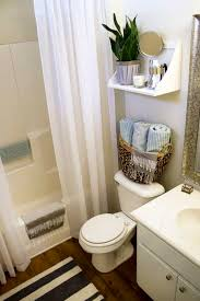 Ways To Decorate A Small Bathroom - best 25 small rental bathroom ideas on pinterest bathroom