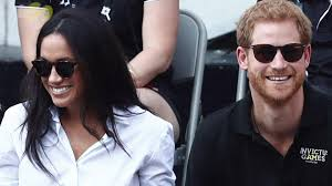 kissing family thanksgiving prince harry kisses meghan markle at invictus games closing ceremony