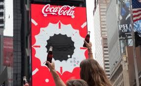 si e social coca cola coca cola z pierwszą na świecie robotyczną reklamą 3d na times