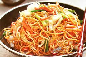 cuisine asiatique facile les nouilles sautées aux crevettes et aux légumes une recette