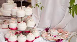hochzeitstorte cupcakes hochzeitstorte aus cupcakes hochzeit feiern