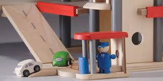 plan toys 6227 parking garage amazon co uk toys u0026 games