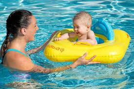 bouée siège pour bébé bouée siège bébé jaune avec hublot avec poignées decathlon