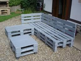 canapé de jardin en palette salon d jardin en palette les cabanes de jardin abri de jardin et