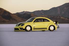 bug volkswagen 2017 volkswagen beetle lsr blows past 200 mph at bonneville