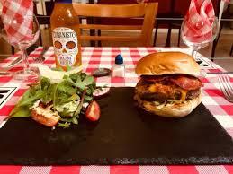 amour et cuisine venez savourer nos burgers préparés avec amour et amitié picture