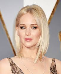 jennifer lawrence hair co or for two toned pixie jennifer lawrence s lace oscar gown and lightened up blonde lob