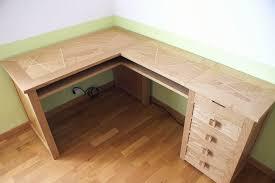 fabrication d un bureau en bois bureau d 39 angle contemporain coloris bouleau gris alrun iii