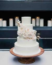 Winter Wedding Cakes 11 Reasons We U0027re Dreaming Of A White Winter Wedding Cake 2488345