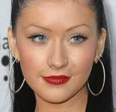 christina aguilera 6 earrings in the red carpet of the 14th annual