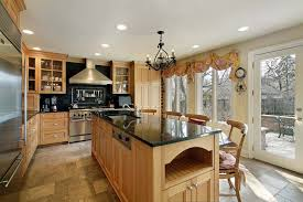 what color goes with oak cabinets quartz countertops colors that go best with oak cabinets