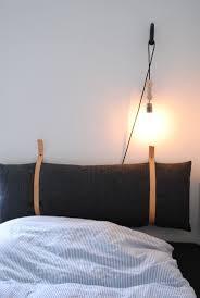 top 25 best diy bed headboard ideas on pinterest creative fin diy sengegavl lavet af en aflang pude og to l derremme