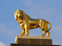 gold lion statues file lion gate statue at twickenham stadium jpg wikimedia commons