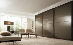 chambre a coucher porte coulissante decoration garde robe de chambre à coucher porte coulissante marron