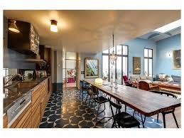 plafond de cuisine design table à manger 8 personnes puit de lumière chaise tableau