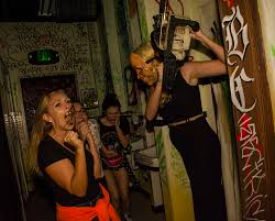 halloween horror nights mazes halloween horror nights an u0027rip u0027 tour of all 9 houses travelpulse