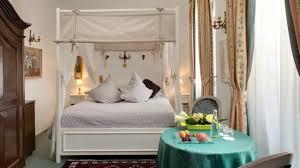 chambre baldaquin chambre avec lit baldaquin picture of hostellerie le