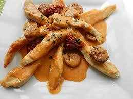 cuisiner des aiguillettes de poulet aiguillettes de poulet sauce crémeuse au chorizo c est pas d la