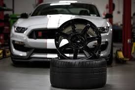 Black Mustang Rims Close Look At The Ford Mustang Shelby Gt350r U0027s Carbon Fiber Wheels