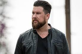 eric church haircut zach williams choir ties record atop christian airplay chart